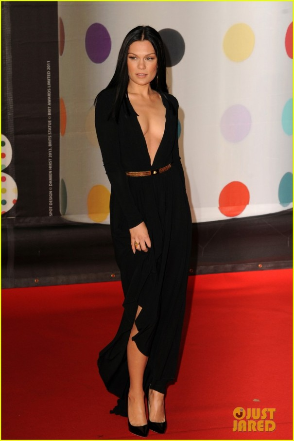 berenice-marlohe-jessie-j-brit-awards-2013-red-carpet-01