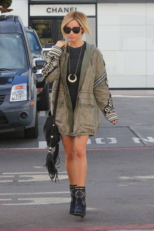 ashley-tisdale-121312-11