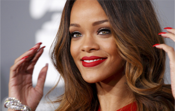 get-the-look-red-lips-rihanna-gramy-2013-makeup-maquiagem-rihanna-tudo-make-01-700x446
