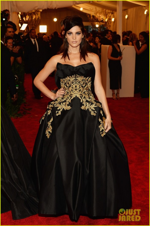 ashley-greene-met-ball-red-carpet-03-1