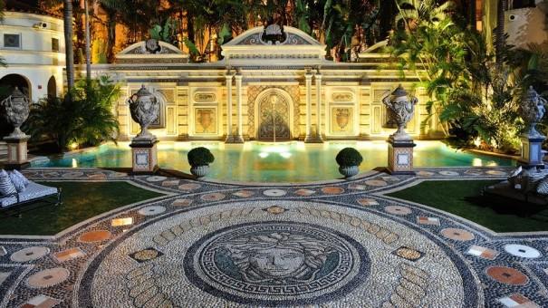 Versace+Miami+exterior-courtyard-pool-eve-mosaic