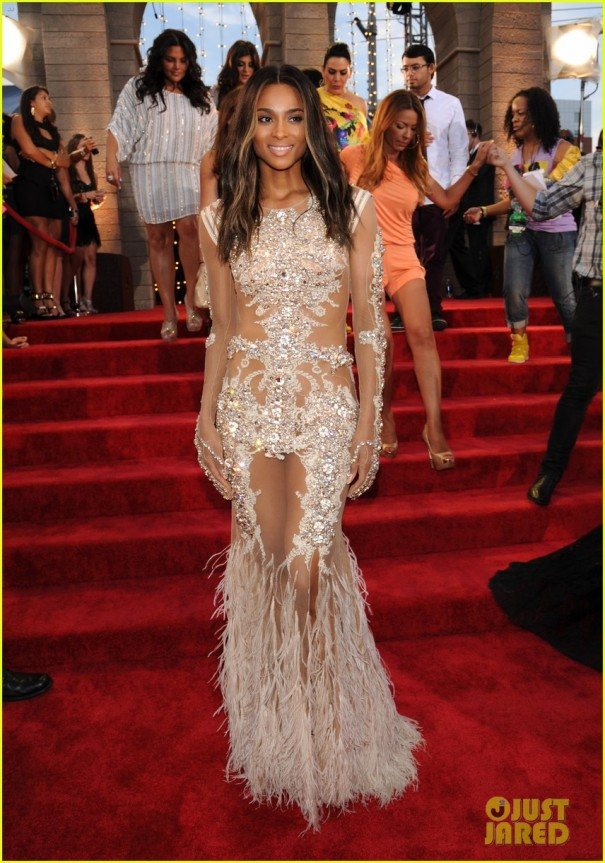 ciara-mtv-vmas-2013-red-carpet-with-future-05