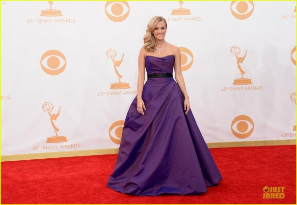 carrie-underwood-emmys-2013-red-carpet-03