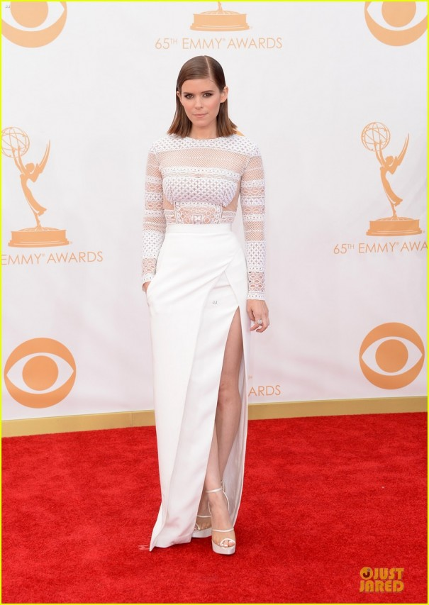 kate-mara-kristen-connolly-emmys-2013-red-carpet-01