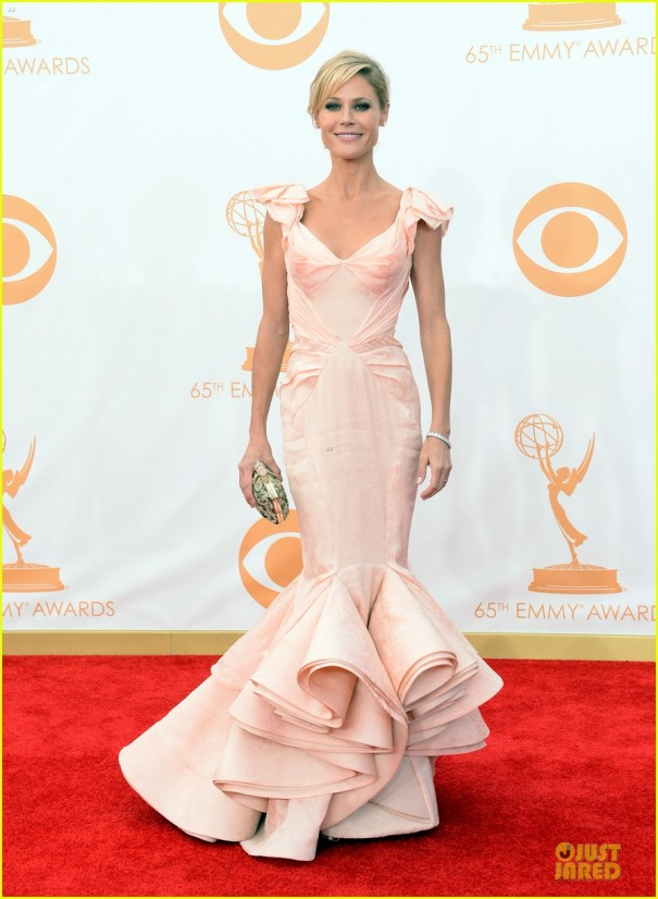 sofia-vergara-julie-bowen-emmys-2013-red-carpet-05