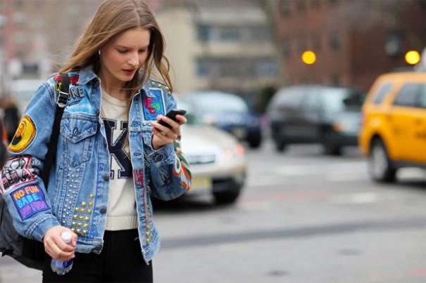 jaquetas-jeans-nas-ruas-com-patches