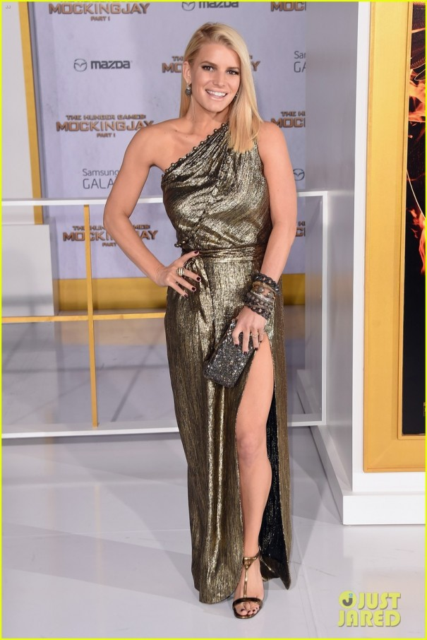 jessica-ashlee-simpson-hunger-games-premiere-10