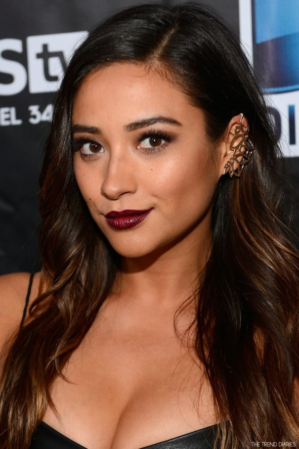 shay-mitchell-february-celebrity-style-fashion-directv-super-bowl-party-brunette-hair-makeup-dark-vamp-lipstick-ear-jewelry-1585878815