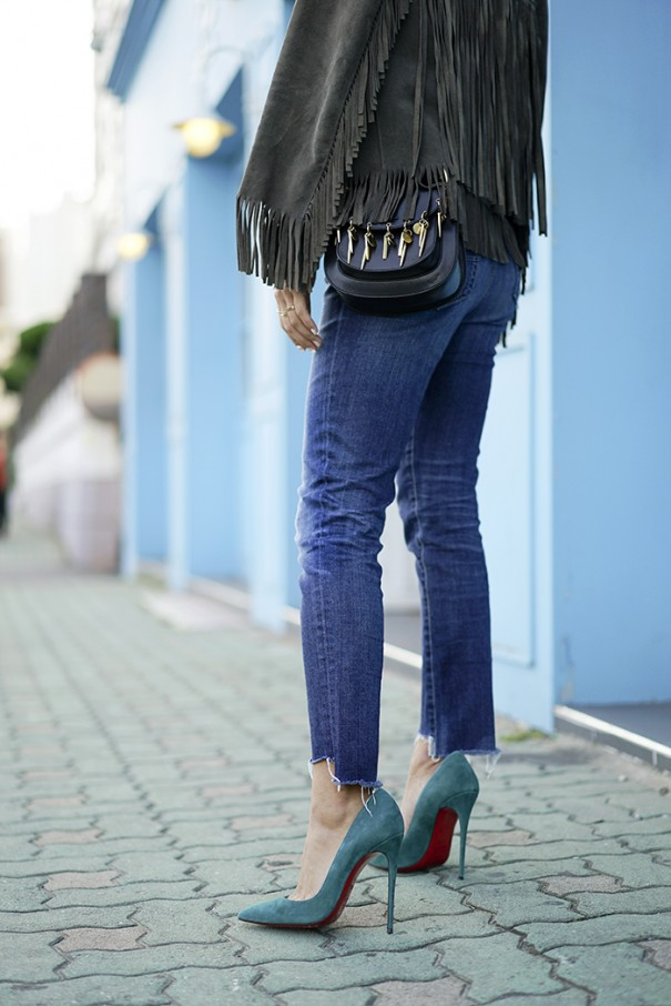 aimee_song_of_style_perfext_suede_fringe_jacket_chloe_hudson_bag_frayed_denim_christian_louboutin_teal_suede_pumps